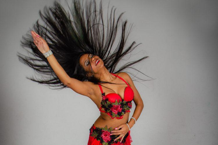 Conoce a Muneerah, Bailarina de danza árabe, y sus tips de Maquillaje