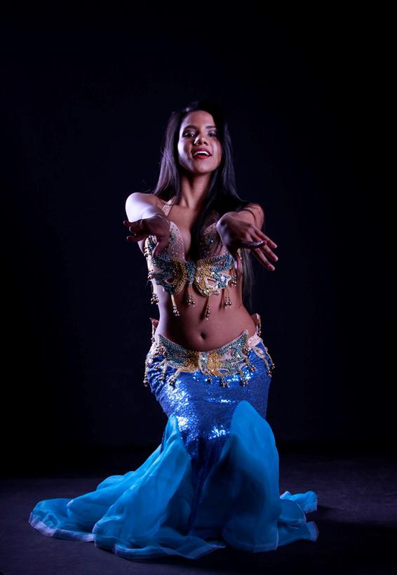 Muneerah bailarina, Maquilladora arabe profesional danza oriental